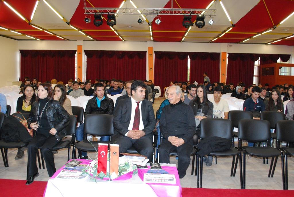 Üniversitemiz Tiyatro Topluluğu Genco Erkal ile Söyleşi Düzenlendi